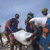 世界粮食计划署在南苏丹的皮耶里分发粮食。