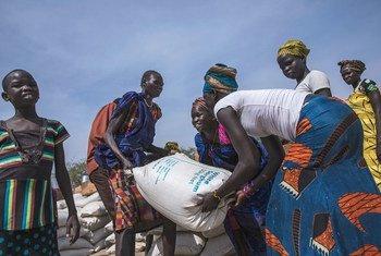 Distribuíçao de comida em Pieri, no Sudão do Sul.