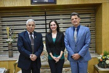 مدير مكتب اليونيسف في القاهرة، برونو مايس ومحافظ أسوان اللواء أحمد ابراهيم ومديرة برامج الحماية باليونسيف اليسا كالبونا عقب توقيع اتفاقية حماية الأطفال.