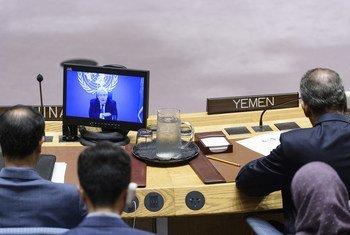 Wajumbe wa Baraza la Usalama wakimsikiliza Martin Griffith, mjumbe maalum wa UN kwa Yemen akihutubia kwa njia ya video kuhusu hali ya Yemen. (17 Juni 2019)