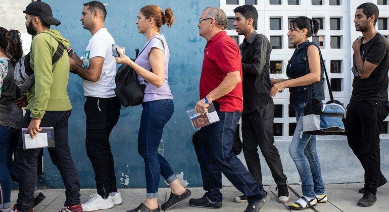 Из 4 миллионов жителей Венесуэлы, покинувших свою страну, лишь полмиллиона обратились за убежищем. На фото: граница между Эквадором и Перу.