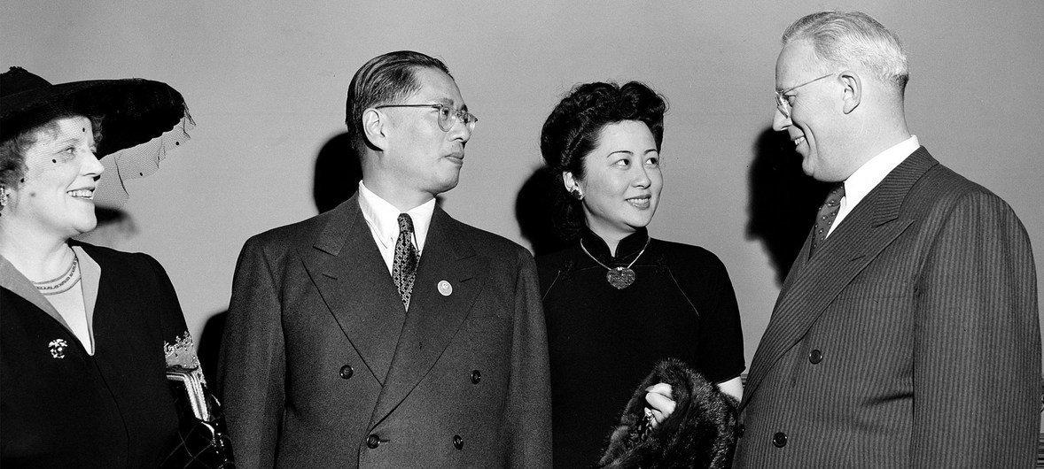 1945年6月1日,出席旧金山会议的宋子文与夫人张乐怡。在这场会议上,来自50个国家的代表共同起草了《联合国宪章》。
