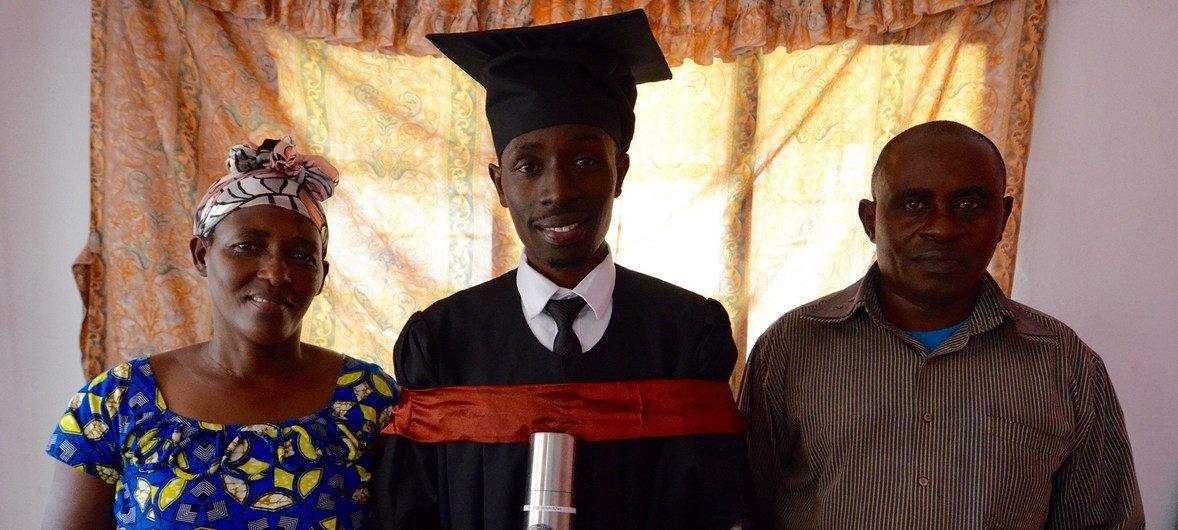 Apesar das dificuldades da vida, Phisible é um dos exemplos de jovens que ultrapassaram obstáculos em Moçambique.