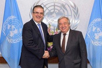 El Secretario General António Guterres y el Secretario de Relaciones Exteriores de México, Marcelo Ebrard Casaubón