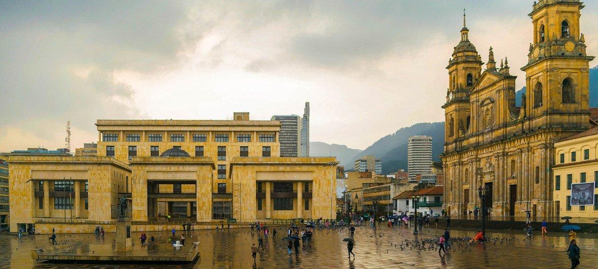 玻利瓦尔广场是哥伦比亚首都波哥大老城区的中心。