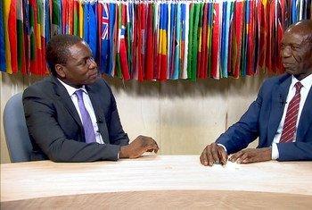 Primeiro-ministro de Moçambique, Carlos Agostinho do Rosário.