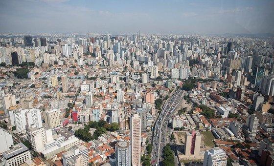 Brasil teve mais de 100 mil mortes causadas pelo vírus.