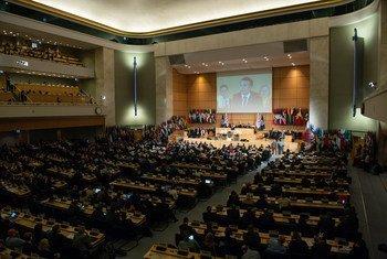 Convenção exige medidas dos governos para proteger os trabalhadores da violência e do assédio, especialmente às mulheres.