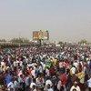 Des manifestants devant le quartier-général de l'armée soudanaise dans la capitale du Soudan, Khartoum, le 11 avril 2019.