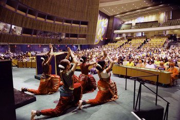 न्यूयॉर्क में संयुक्त राष्ट्र महासभा में इंडोर योग सत्र का आयोजन.
