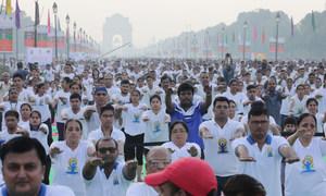 अगर भारी संख्या में लोगों को आना था तो इंडिया गेट और राजपथ से बेहतर और कोई स्थान नहीं हो सकता था. (21 जून 2019)