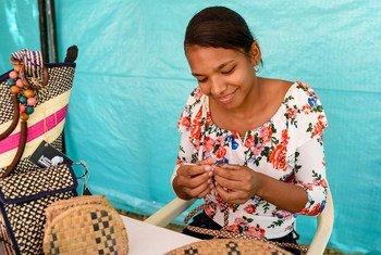 Artesanos de La Mojana, en Colombia, usan el cañamo para producir accesorios y complementos tradicionales.