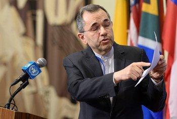 伊朗常驻联合国代表马吉德·塔克特·拉万奇在安理会磋商期间向记者介绍了中东局势,特别是有关伊朗的局势。(2019年6月24日)