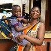 Wanawake wachuuzi katika soko la Makola kwenye mji mkuu wa Ghana, Accra, wananufaika na huduma za malezi ya watoto. (Disemba 2018)
