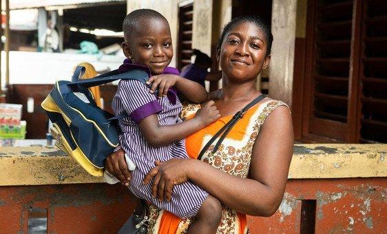 Una madre en Makola, Ghana.