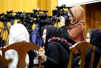 В ЮНЕСКО призывают обеспечить безопасность журналистов в Афганистане.
