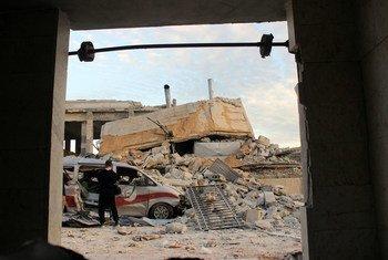 Hospital Kafr Nubl e ambulância em ruínas, depois de ataque no início de maio de 2019.