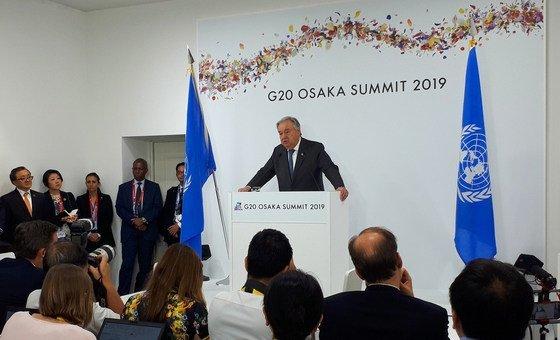 Le Secrétaire général de l'ONU, António Guterres, lors d'une conférence de presse à Osaka, au Japon, qui accueille le sommet du G20 (28 juin 2019)