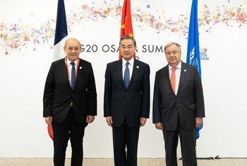 El Secretario General de la ONU junto a los cancilleres de Francia y China