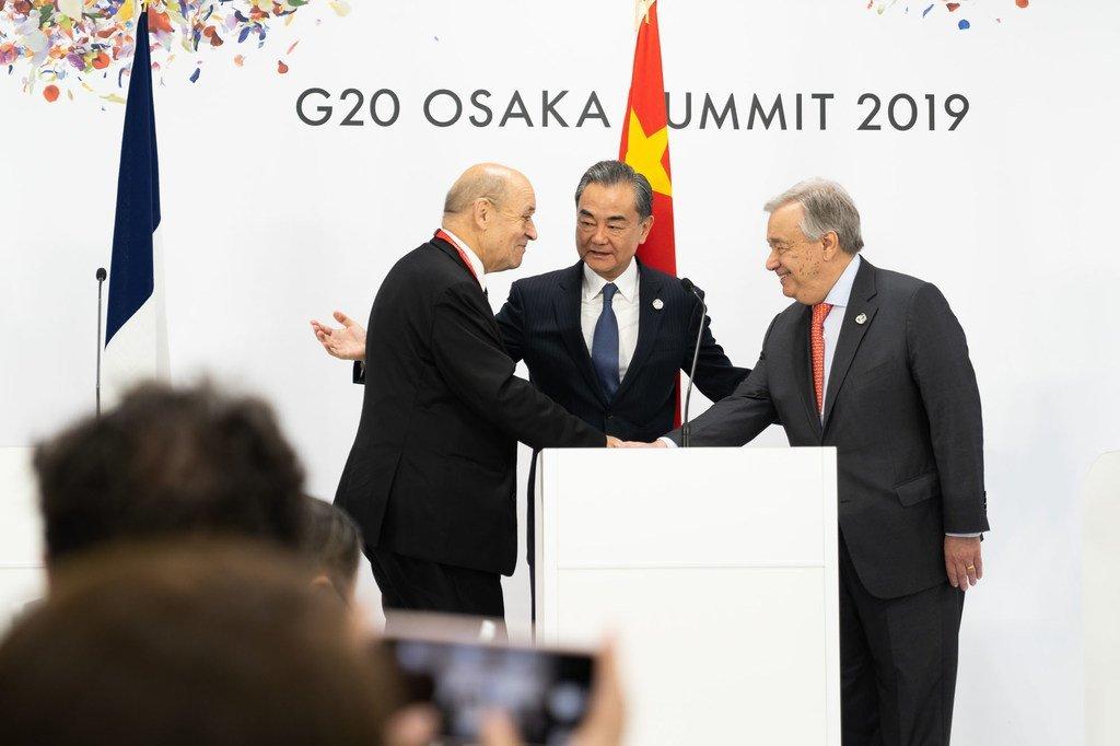 在20国集团峰会于日本大阪举行期间,联合国秘书长古特雷斯当地时间6月29日会见了中国国务委员兼外交部长王毅和法国外交部长让伊夫·勒德里昂。