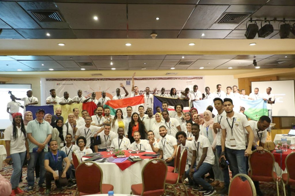 شباب مشاركون في ملتقى الشباب الأفريقي الأول لريادة الأعمال