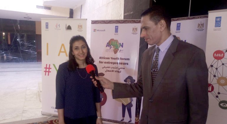 لميس محمود  متسقة معسكرات الابتكار. في برنامج الأمم المتحدة الإنمائي تتحدث عن ملتقى الشباب الأفريقي الأول لريادة الأعمال.