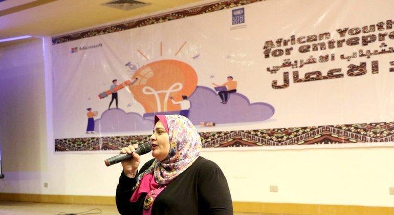 سالي سعيد مديرة ادارة المشروعات بوزارة الشباب تتحدث في ملتقى الشباب الأفريقي الأول لريادة الأعمال