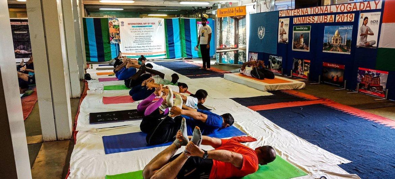 Especialistas afirmam que a ioga pode ajudar com a saúde holística e a promover alívio para problemas psicológicos, ansiedades e outras situações causadas pela crise global da Covid-19