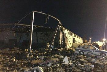 El centro de detención de migrantes de Tajoura, al este de Trípoli, fue destruido durante un bombardeo.