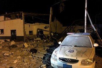 As consequências do ataque aéreo devastador no Centro de Detenção Tajoura, na capital da Líbia, Trípoli, em 2 de julho.