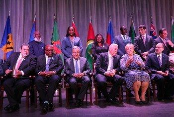 El Secretario General de la ONU y los jefes de Estado y de Gobierno de CARICOM durante la reunión en Santa Lucía.