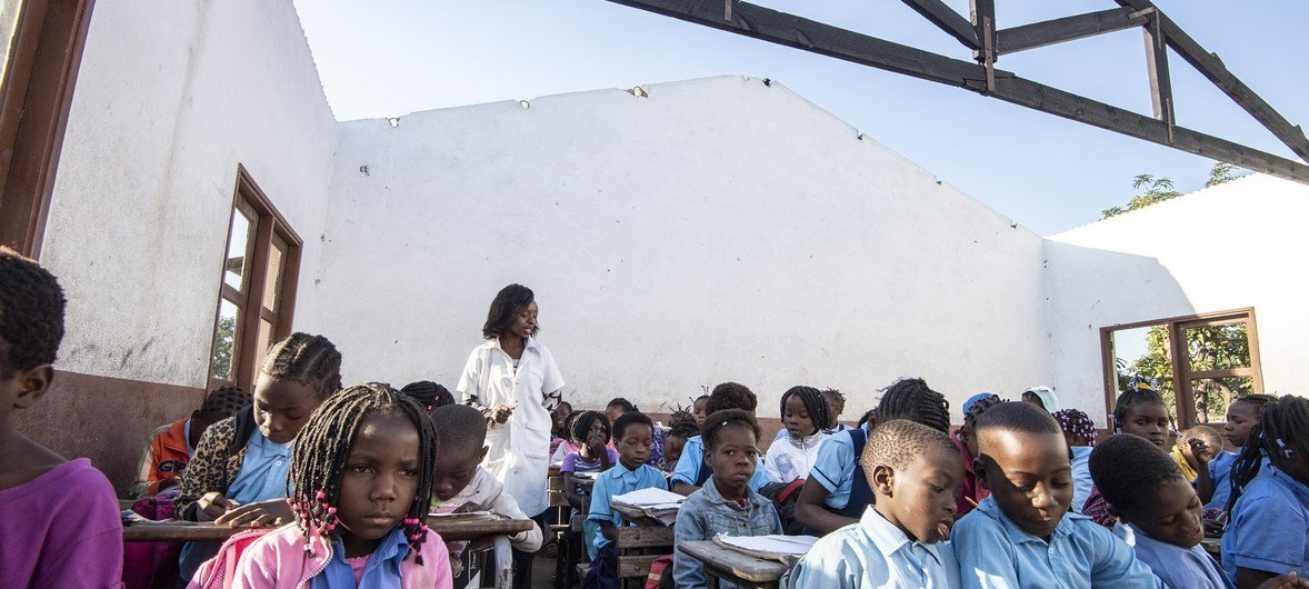 After Cyclones Idai and Kenneth in Mozambique, some displaced children in the city of Beira are having to study without a roof over their heads..