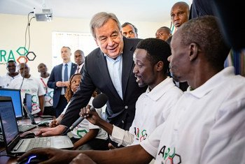 Secretary-General António Guterres visits a Training Centre in Kamakunji, Kenya, and talked to youth about countering violent extremism, and preventing radicalization. (9 July 2019)