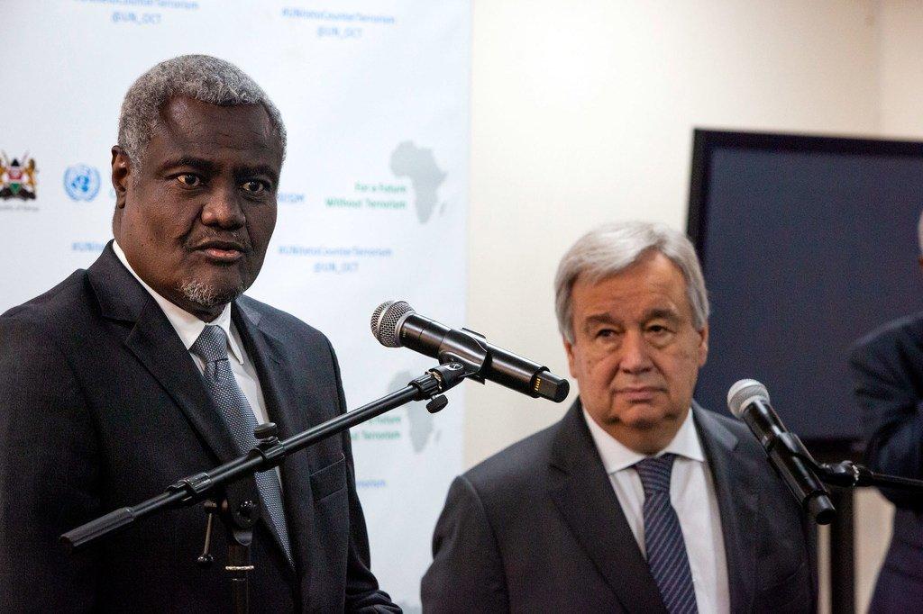 Point de presse conjoint du Secrétaire général de l'ONU, António Guterres (à droite), et du Président de la Commission de l'Union africaine, Moussa Faki Mahamat. (10 juillet 2019)