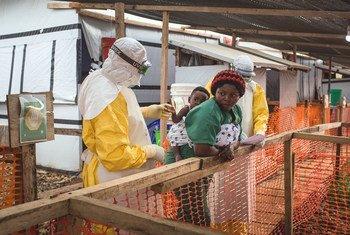 उत्तरी किवु प्रांत में ईबोला के एक संदिग्ध मरीज़ का परीक्षण.