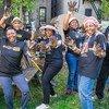Activités de service public pour le personnel et les délégués de l'ONU (jardinage communautaire à Harlem), organisées avec le bureau du maire de New York et Harlem Grown pour la Journée internationale Nelson Mandela. (19 juillet 2018)