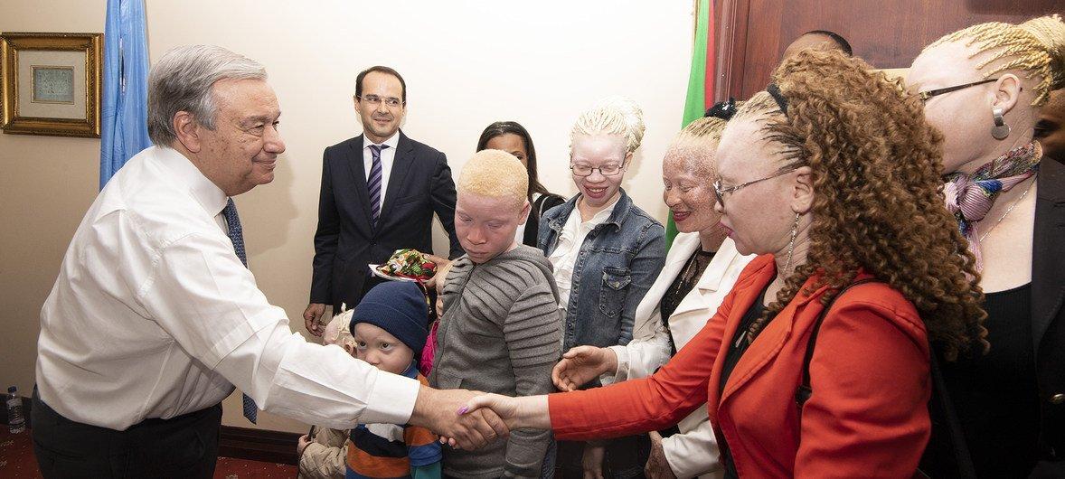 Secretário-geral António Guterres no encontro sobre protecção de crianças com albininsmo em Maputo, Moçambique.