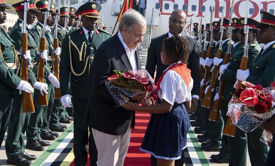 Secretary-General António Guterres receives flowers on arrival in Maputo, capital of Mozambique. 11 July, 2019.
