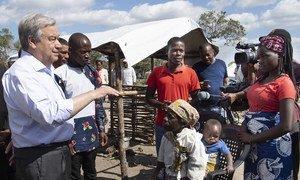 Em Moçambique, secretário-geral António Guterres ouviu relatos de famílias no campo de Mandruzi, a 40 km da Beira, reassentamento onde vivem mais de 375 famílias.