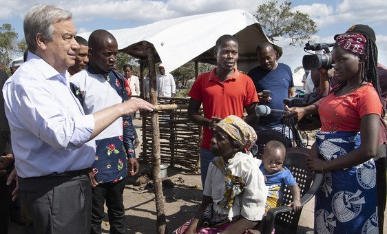 In Mozambique, Secretary-General António Guterres heard reports from families in the Mandruzi camp, 40 km from Beira, resettlement where more than 375 people live.