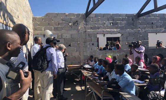 Глава ООН побывал в одной из школ Мозамбика, пострадавшей в результате циклона Идаи