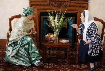 La Vice Secrétaire générale des Nations Unies, Amina J. Mohammed (à gauche), rencontre la Première Dame de l'Afghanistan, Rula Ghani, à Kaboul. (20 juillet 2019)