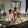 Des enfants de la partie anglophone du Cameroun dans une maison détruite par les violences (photo d'archives).