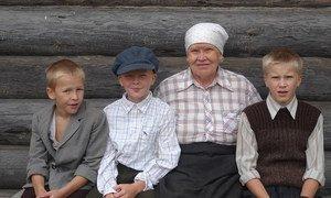 Карельская семья в деревне Киннермаки. В Карелии стремятся сохранить язык коренных жителей.