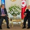 Le Secrétaire général António Guterres (à gauche) rencontre le Président tunisien Béji Caïd Essebsi lors de sa visite dans le pays en avril 2019.