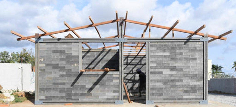 Salas de aula construídas com tijolos feitos de plástico reciclado